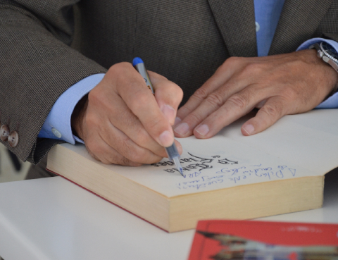 Arturo Pérez Reverte en la Feria del Libro de Madrid 2015