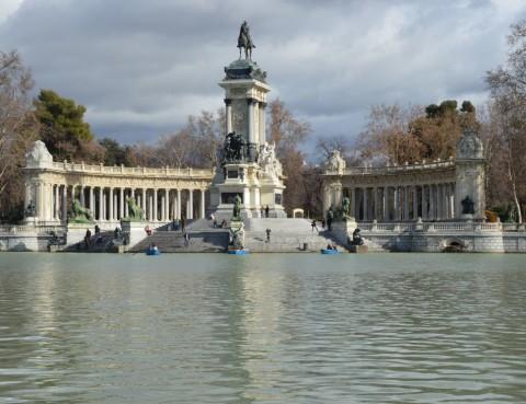 El monumento a Alfonso XII en el Estanque, de José Grases Riera