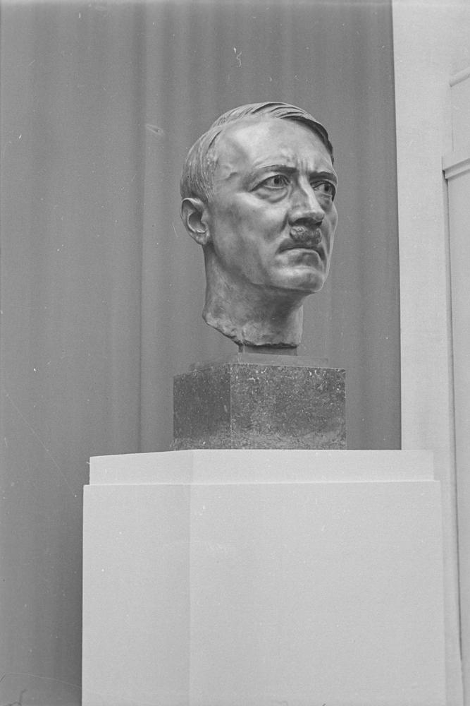 Busto de Adolf Hitler en la exposición de Arquitectura Alemana en el Retiro (1942)